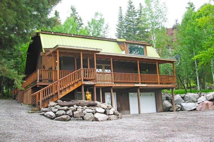 Chipmunk House (3 Bedroom with Private Hot Tub) - Ridgway - Talo