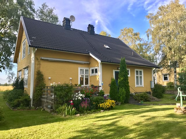 Gemütliches Holzhaus in Urasa, Smaland