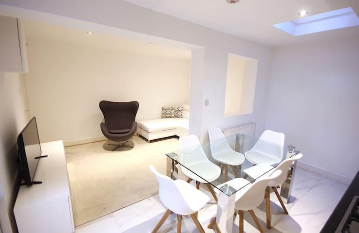 Huge 2 Bedroom by Westbourne Park