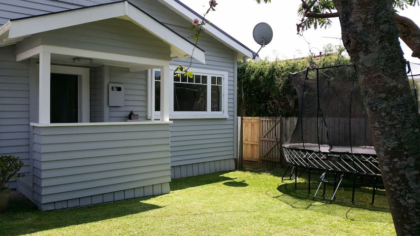 Centrally located character home - Auckland - Ev