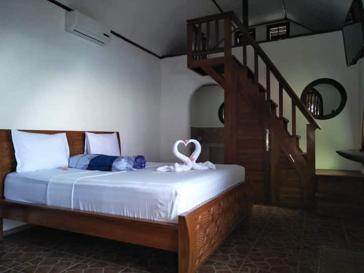 BEACH HOUSE Point Medewi,Air cond and Hot Water