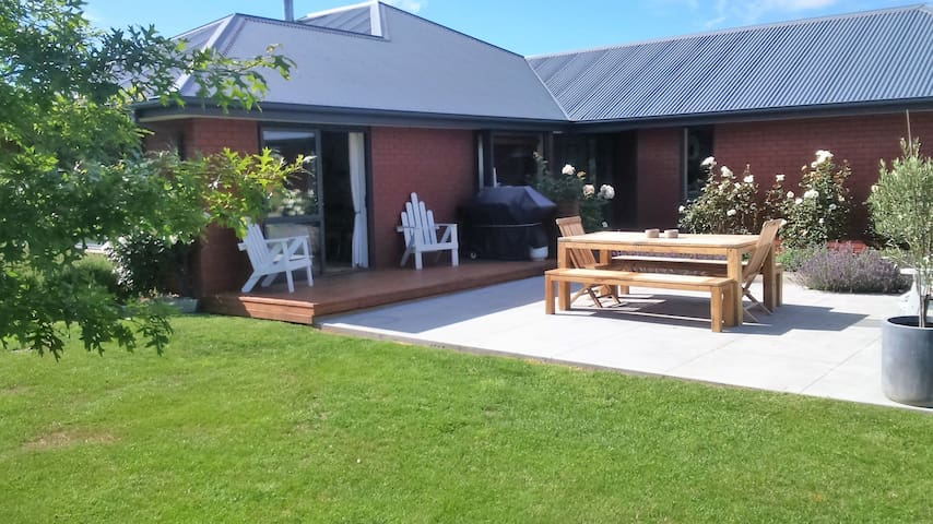 Warm and Friendly Wee BnB - Amberley - Bed & Breakfast