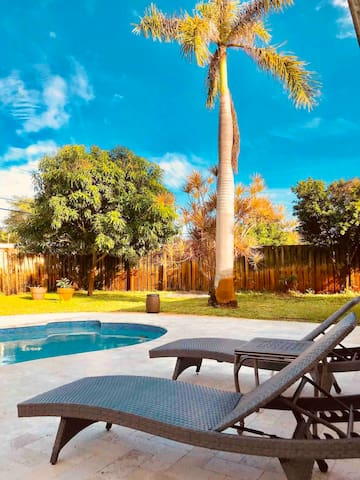 Private pool, fenced backyard , near the beach!