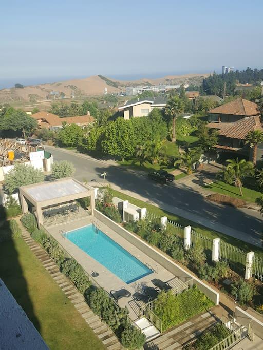 Vista a la piscina, las dunas y el mar