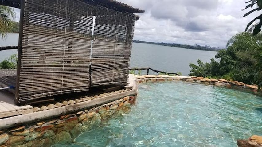 Casa na Beira do Lago com Linda Vista