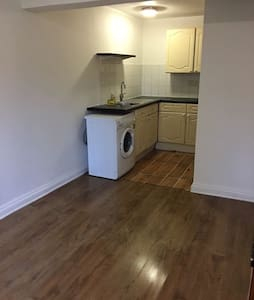 Studio Flat Near Train Station £650/month - Winnersh