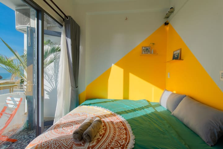 Sunny Yellow Room*Panorama View*3min to beach