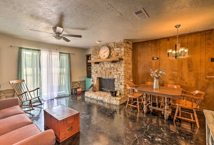 Your party of 3 will feel right at home in this adorable Wimberley condo.