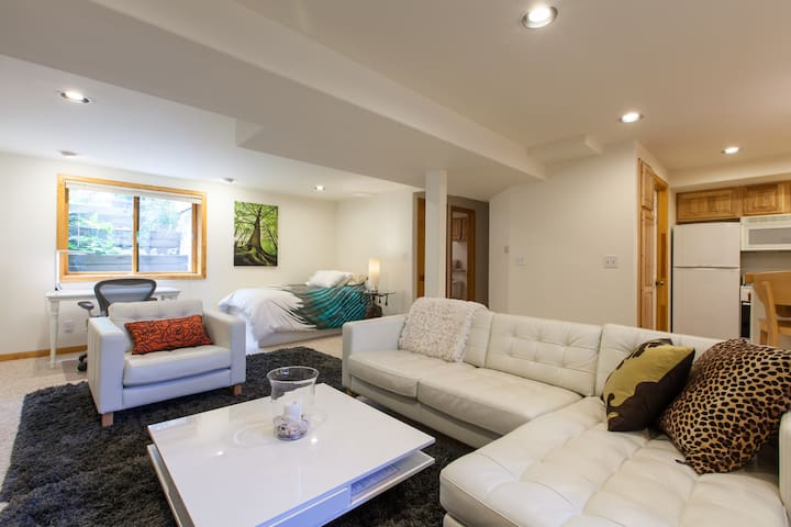 Clean, quiet Apartment with private entry
