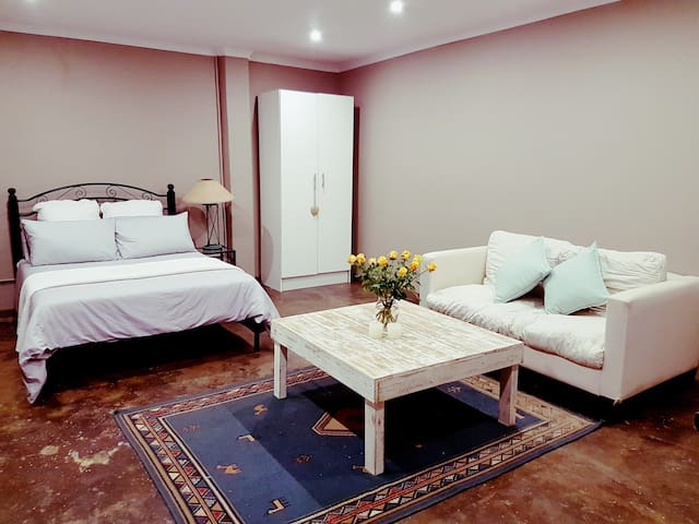Tranquil Retreat near Durban - Hillcrest - Apartment-Hotel