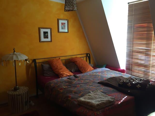 Schlafzimmer zur Hofseite - schön ruhig