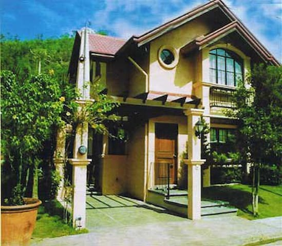 Saint Monique Valais, Classic Royale House - Binangonan - Hus
