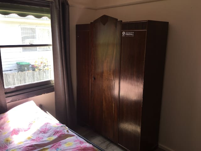 Private room close to Box Hill Centre