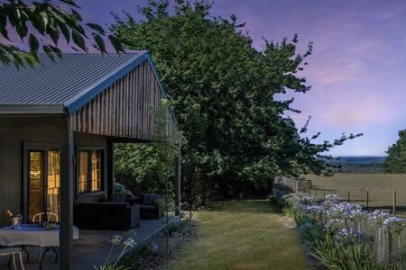The Gardener's Cottage-romantic, eclectic, rustic!