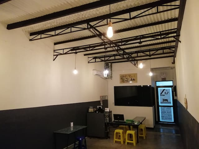 Simple Woman Guesthouse near Int'l Airport Jakarta