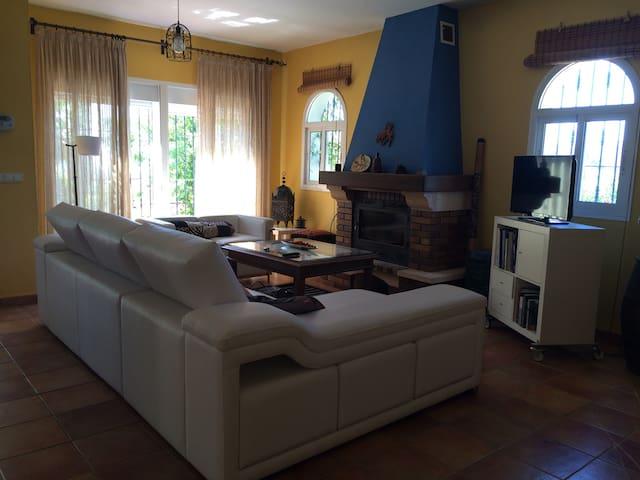 Acogedora casa rural con piscina - Velez Málaga
