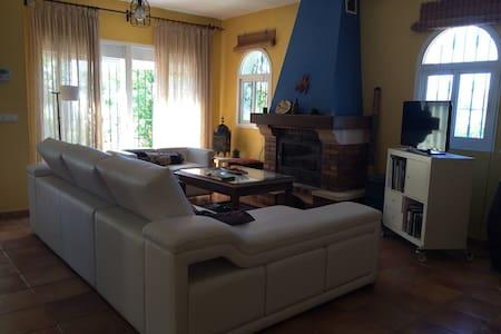 Acogedora casa rural con piscina - Velez Málaga - House
