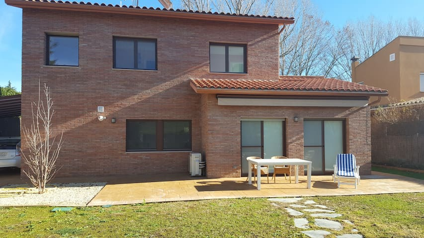 Nice new House in the nature close to Barcelona - Cardedeu