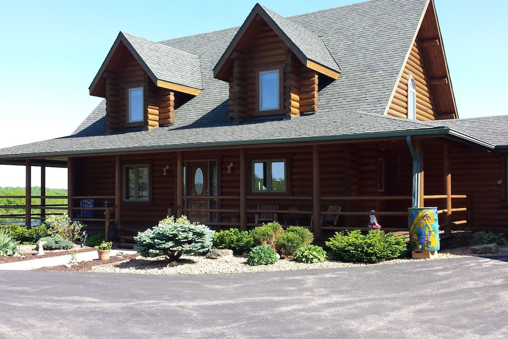 Pine Haven Is A 3400 Log Home H User Zur Miete In