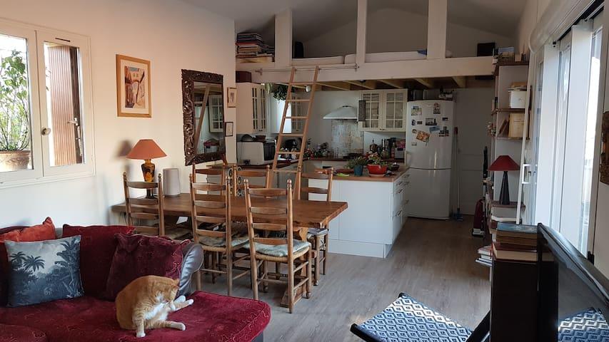 Chambre dans petite maison de village