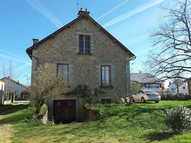 MAISON à Bozouls 20mn de RODEZ  (Aveyron 12)