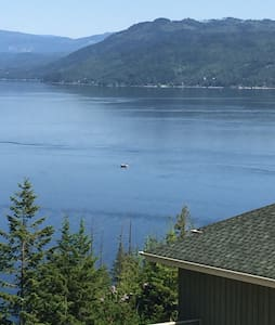 RV overlooking Shuswap Lake - Scotch Creek