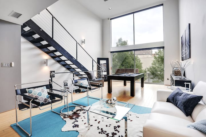 Spacious Modern Sophisticated Downtown Loft 809