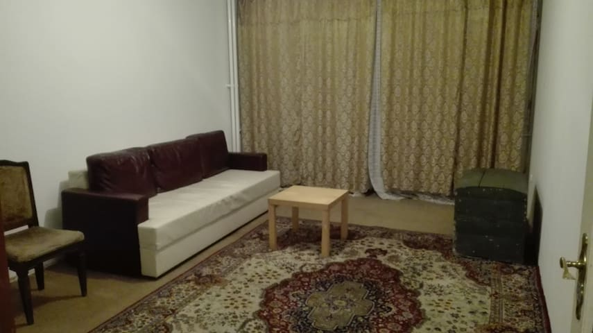 Cheap large room for2 - good public transport area - Budapest - Aamiaismajoitus