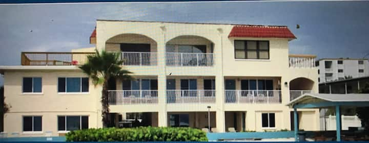 Beachside Mini-Condo on North Redington Beach!