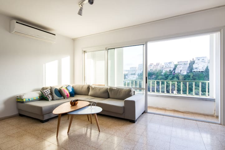 Room in Spacious Apartment near Carmel Center - Haifa - Pis