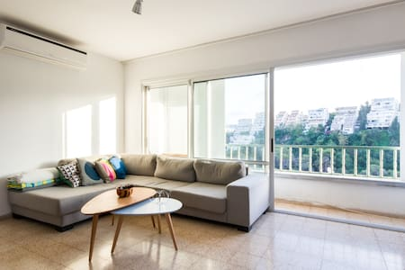 Room in Spacious Apartment near Carmel Center - Haifa - Appartement