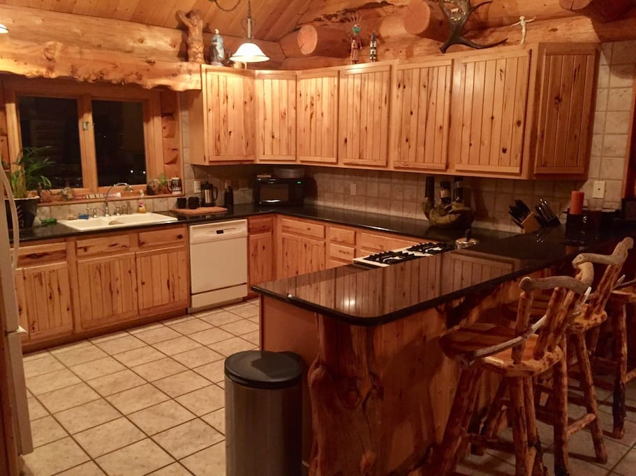 Hickory and granit counter kitchen