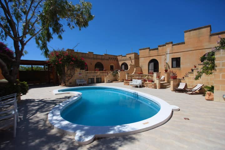 Villa Safras: Double Room - Ensuite & Shared Pool