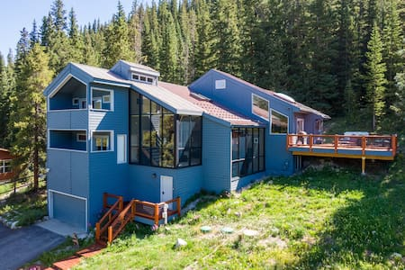 Spacious Home with Mountain Views