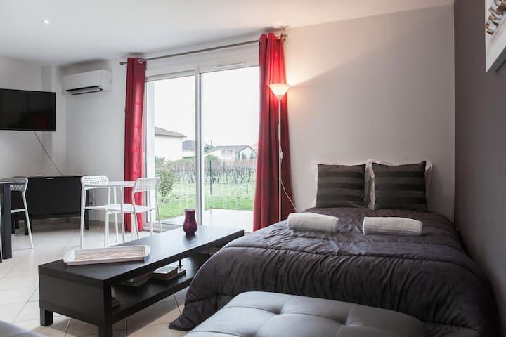 Villas for 10 Persons-6 minutes to Saint Emilion - Libourne