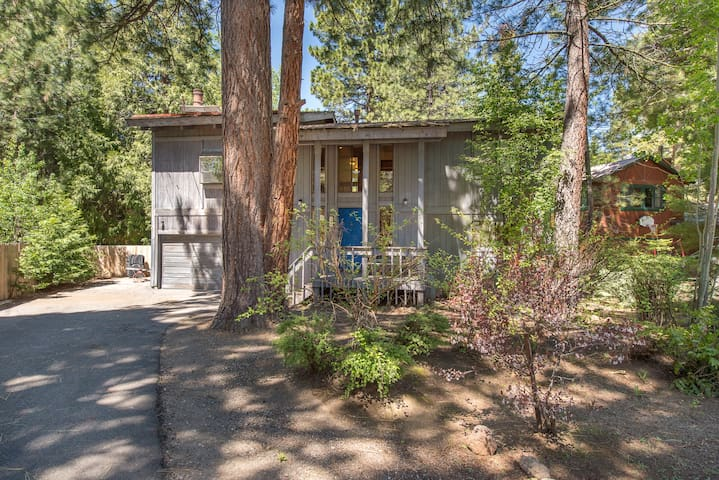 Family friendly home in prime Dollar Point location directly behind pool / tennis courts.  Large yard with private hot tub, spacious deck, trampoline and basketball hoop for the kids!