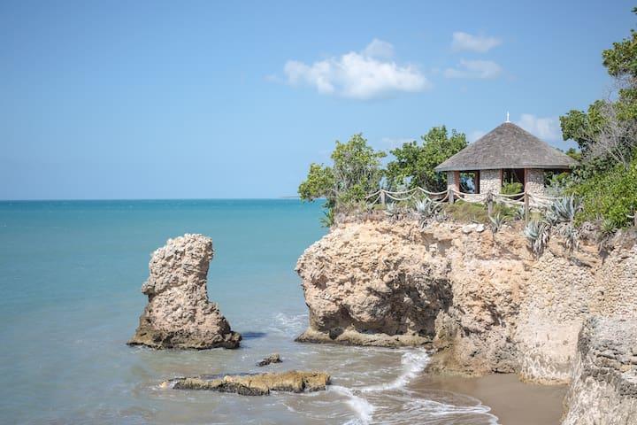 Unforgettable Villa: 2 Private beaches, A/C & Pool