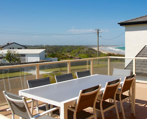 The Beach House - beachfront at Wallabi Point