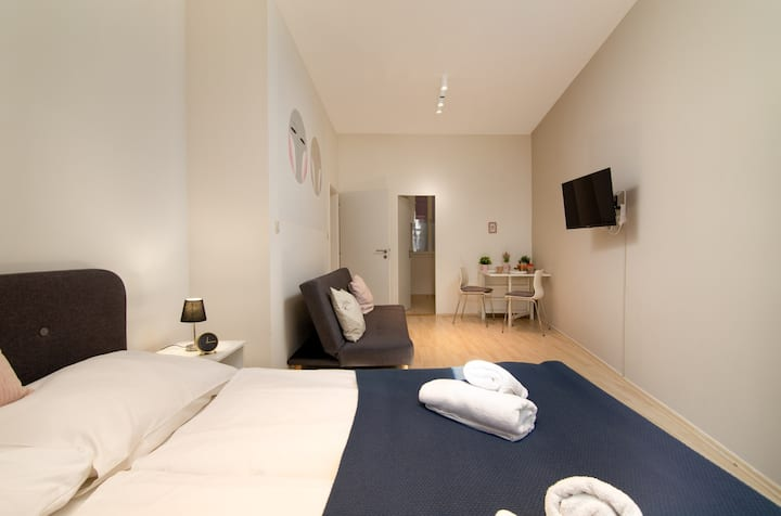 Charming, ideally-located escape w/ free WiFi - walk to Old Town Square!