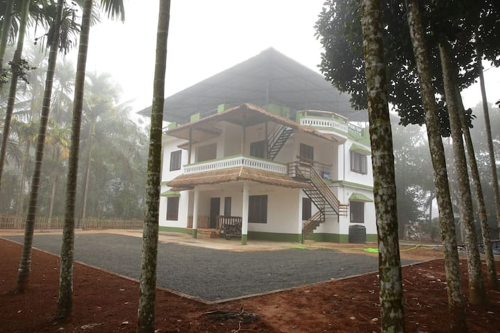 Standard room in luxury homestay-1 - Wayanad - Hus