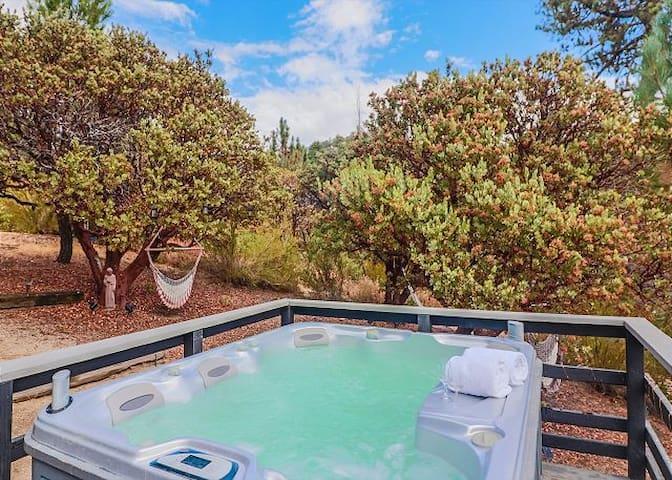 Ivanhoe Amazing Views & Hot Tub