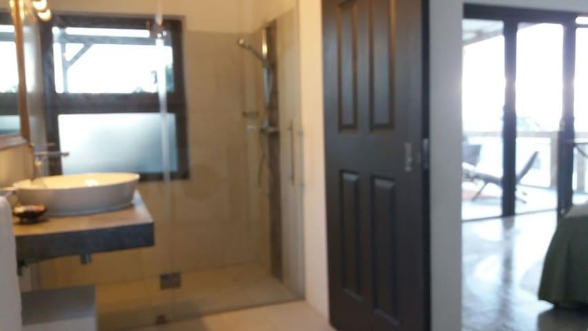 21LG Le Morne View loft shower room