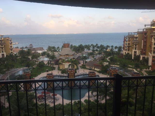 Beachfront Resort Paradise Spend Christmas Cancun