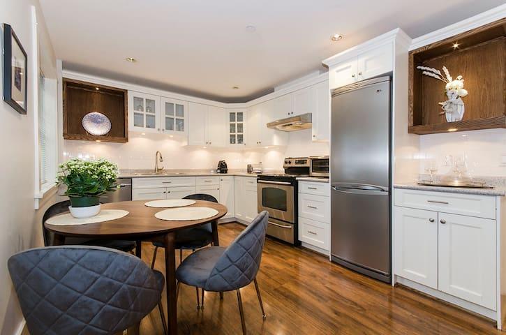 Quiet modern suite in Kitsilano
