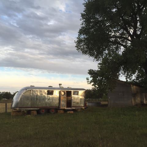 Luxury Airstream on Acreage just West of Oldtown - Fort Collins