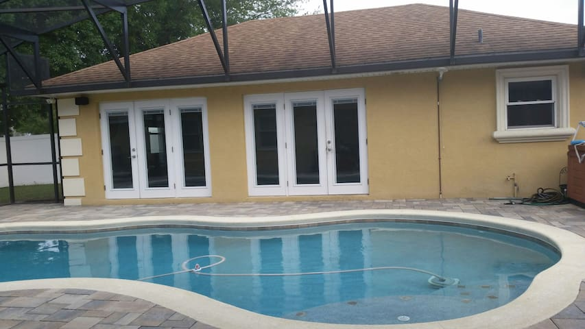 Quiet Comfortable private Room w/ bath - Winter Haven - House