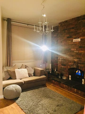 Cosy room 5 minutes from Wilmslow Train Station