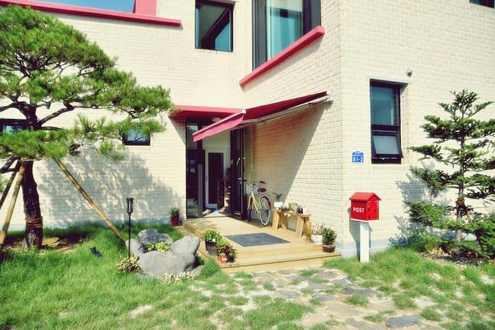 아리솔 게스트하우스 4인실 (4-bed dormitory)