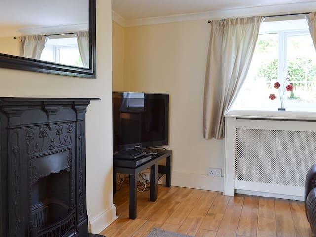 Corner Cottage (UK12205)