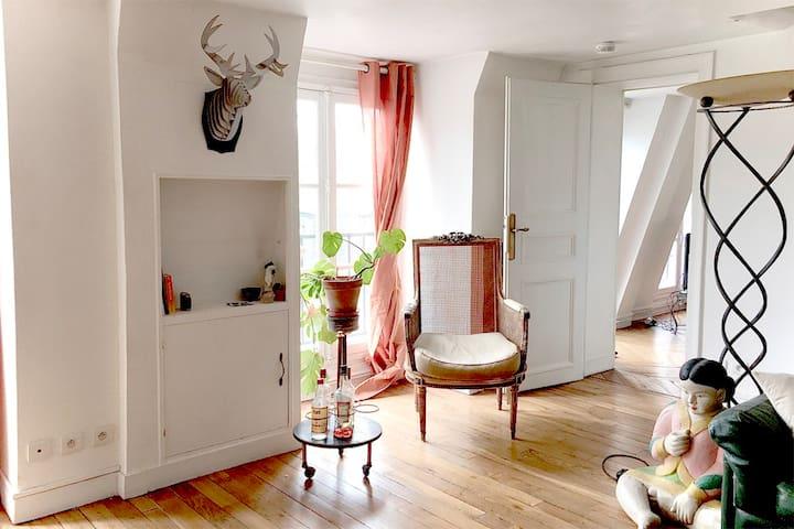 Livingroom door to bedroom